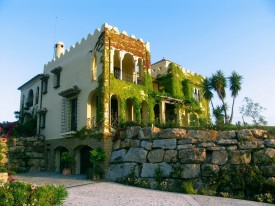 Contemporary Moorish style? Here it is, in Marbella!
