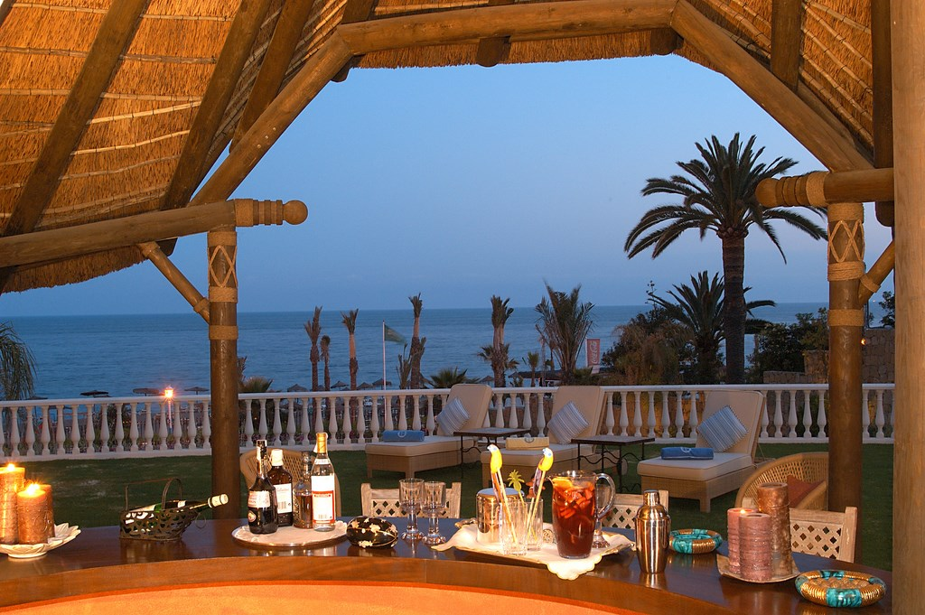 Home entertaining on the Marbella Golden Mile. MPV2056