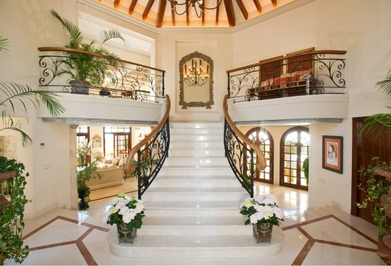 Beautiful villa with panoramic sea views for sale in Marbella Hill Club Phase II