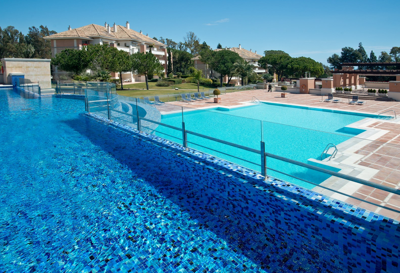 La trinidad marbella golden mile for Swimming pool area
