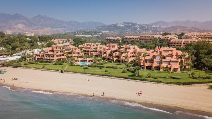 La Morera : A front-line beach development