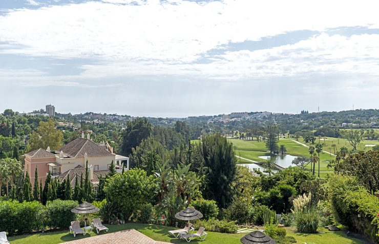 Front-line golf properties in Las Brisas