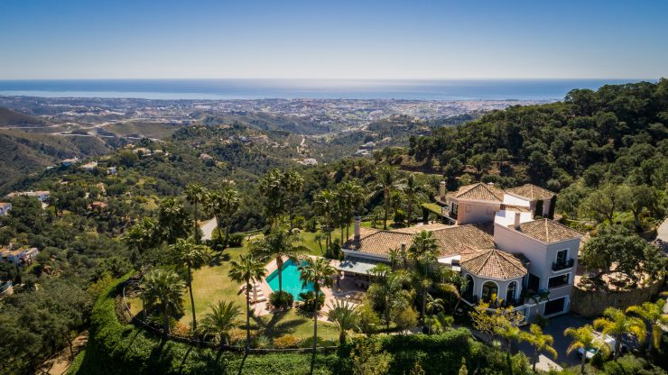 Elegant Villa in La Zagaleta with Panoramic Sea Views